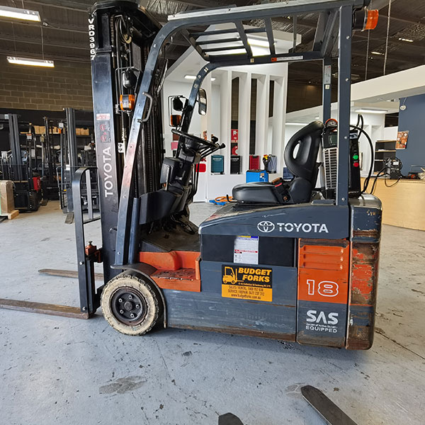 Toyota 3 wheel 1.8t 4.7m electric forklift